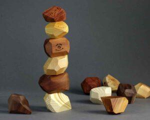 אבני שיווי משקל מעץ מלא