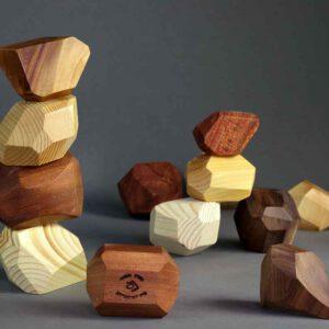 חמש אבני משחק מעץ